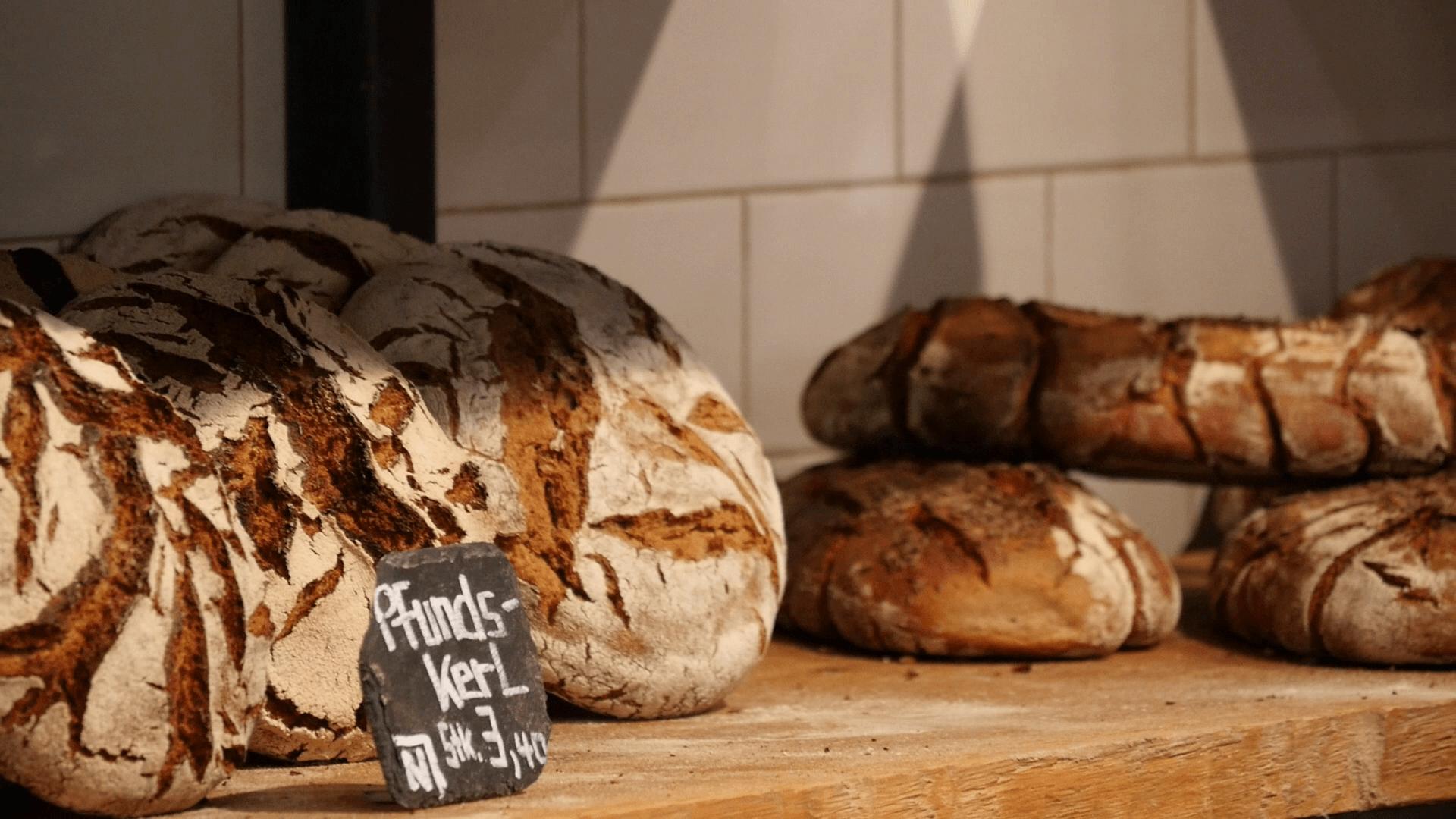 Die Bio-Backwaren der Lokalbäckerei BrotZeit werden aus regionalen Zutaten in Handarbeit hergestellt