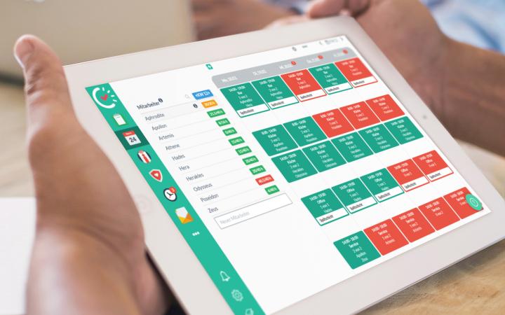 Abbildung eines iPads auf dem der Papershift Plan Dienstplan Kalender zu sehen ist